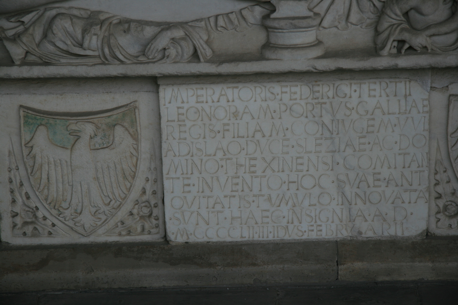 [Picture: Sarcophagus with inscription 2]