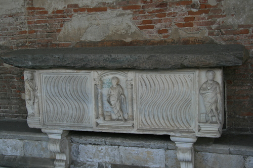 [Picture: fluted sarcophagus 1]