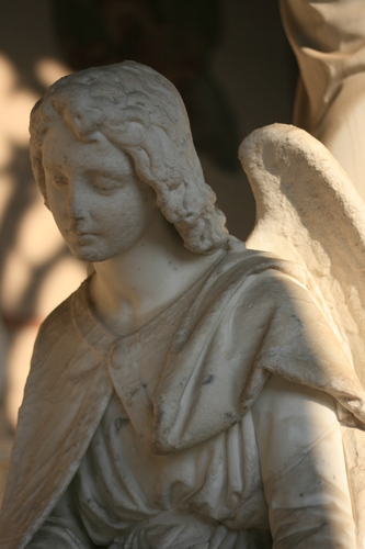 [Picture: Monumental angel 1]
