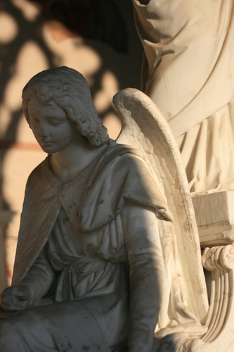 [Picture: Monumental angel 2]