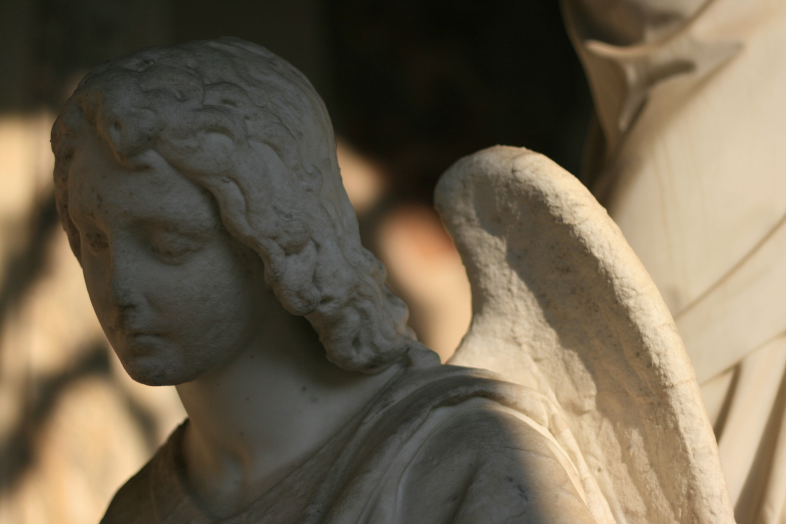 [Picture: Monumental angel 3]