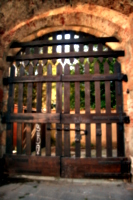 [picture: Jewish Cemetary 33: the locled gate]