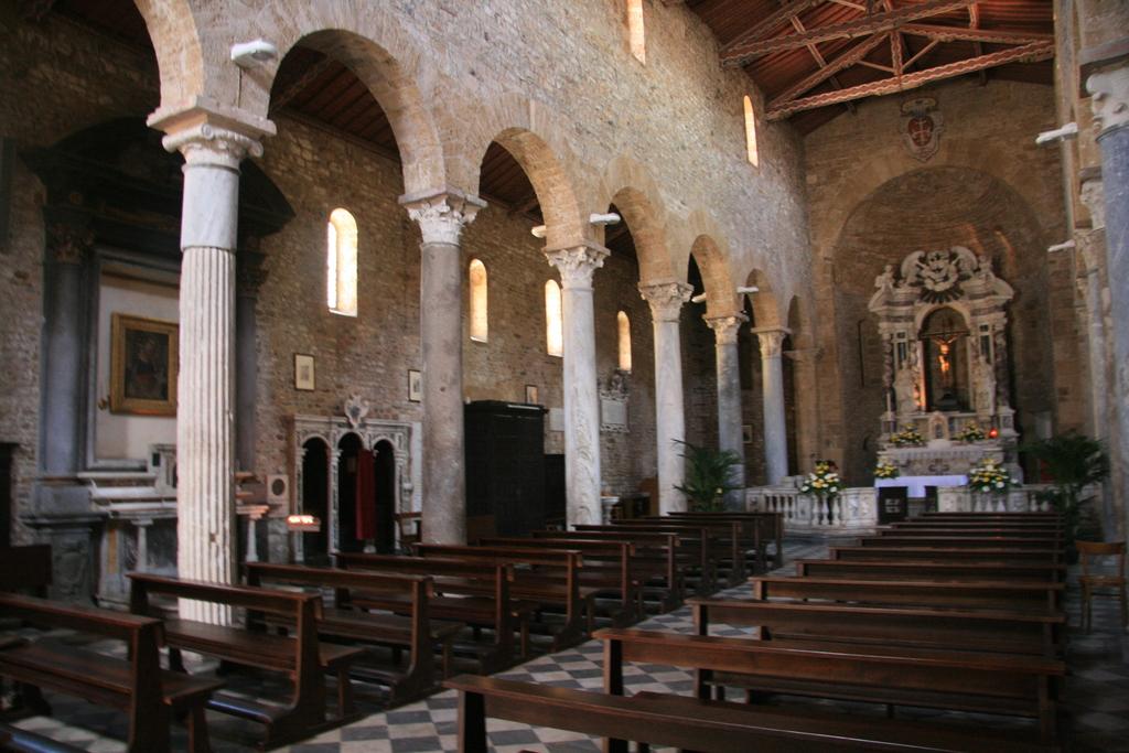[Picture: Basilica 3]