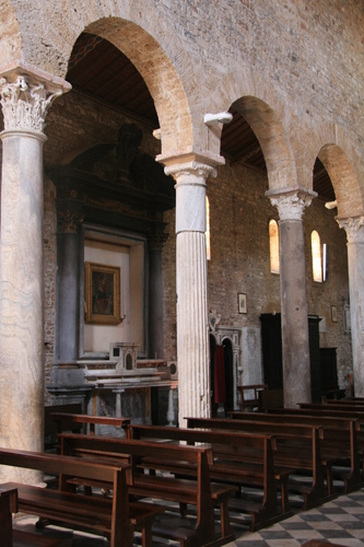[Picture: Basilica 6: side altar]