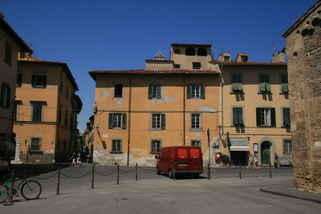 [Picture: Pisa open space]