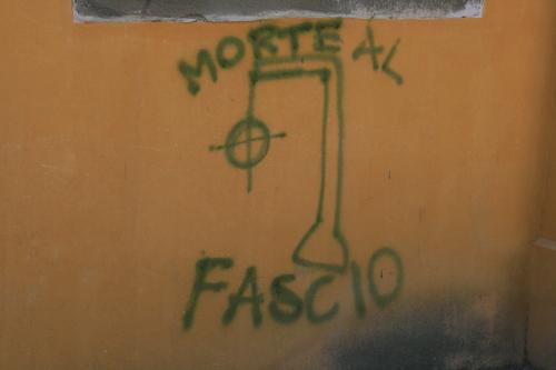 [Picture: Graffiti: Morte al fascio]