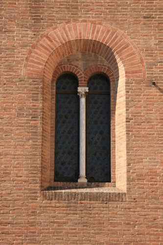 [Picture: Church of San Giorgio dei Tedeschi 1: Arched window in brick wall]