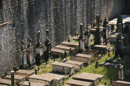 [Picture: Jewish Cemetary 8: broken columns]
