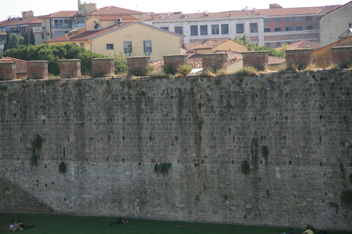 [Picture: City wall]