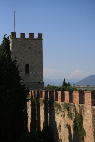 [Picture: City wall tower]