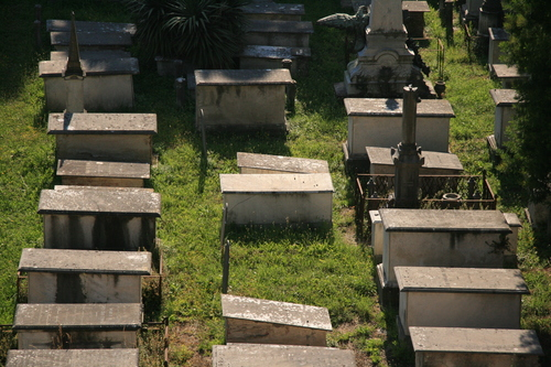 [Picture: Jewish Cemetary 26: table-top tombs]