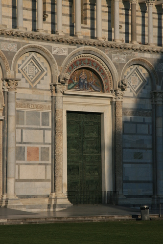 [Picture: Cathedral entrance]