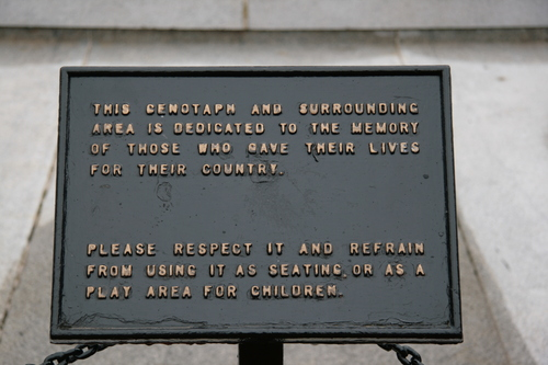 [Picture: George Square 4: Cenotaph caption]