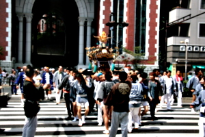 [picture: Procession 8: Crossing the street]