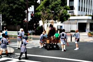 [picture: The drum-cart turns]