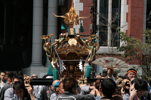 [Picture: Procession 7: The Mikoshi is carried past]