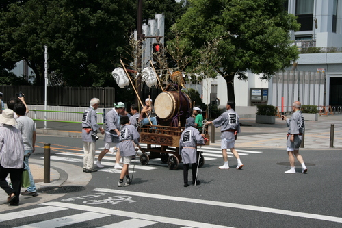 [Picture: The drum-cart has turned!]