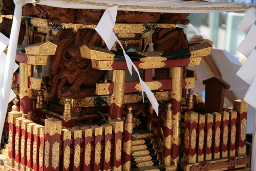 [Picture: Mikoshi closeup 1]
