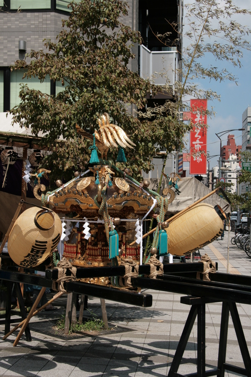 [Picture: Mikoshi parked]