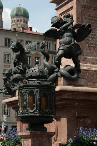[Picture: Statue 2]