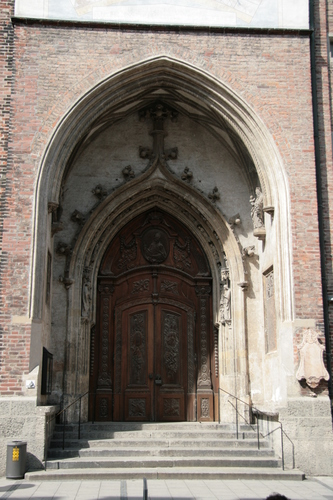 [Picture: Grand cathedral entrance 1]