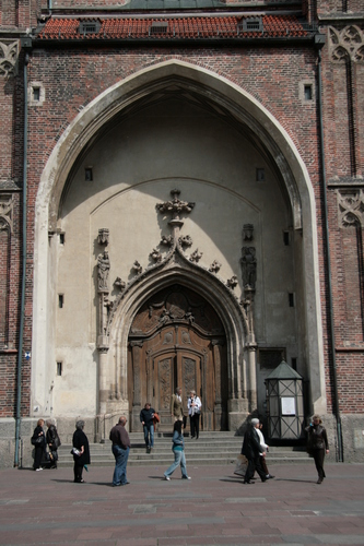 [Picture: Grand cathedral entrance 2]