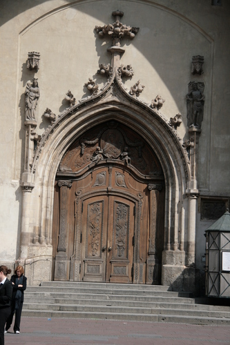 [Picture: Grand cathedral entrance 3]