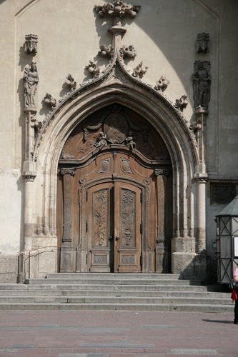 [Picture: Grand cathedral entrance 4]