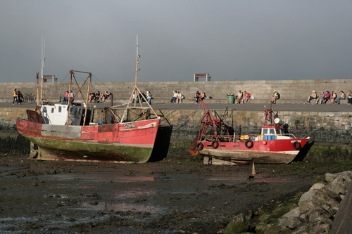 [Picture: Boats in the harbour 1]