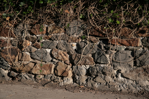 [Picture: Stone wall 1]