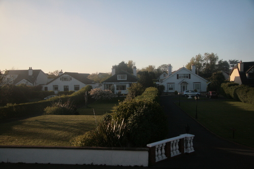 [Picture: Houses by the sea 2]