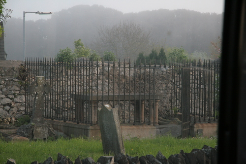 [Picture: Tomb 1]