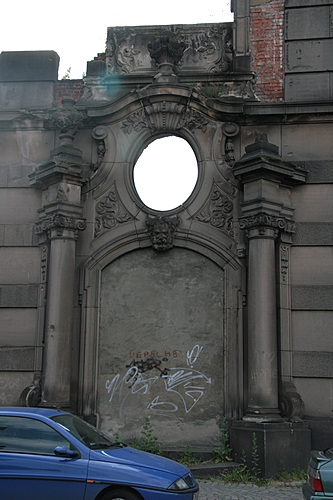 [Picture: Old entrance-way 1]