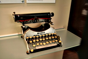 [picture: Standard Folding Typewriter 1 (1907) 1]