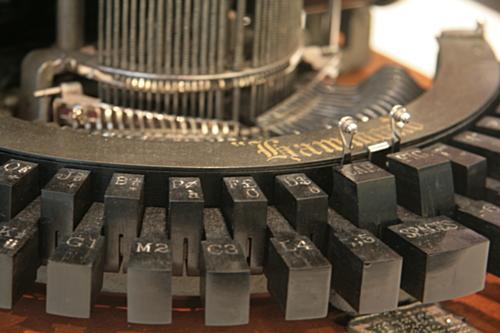 [Picture: Hammond 1 (1881) 3: close-up of typewriter keys 1]