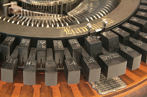 [Picture: Hammond 1 (1881) 4: close-up of typewriter keys 2]