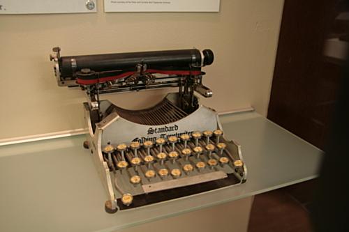 [Picture: Standard Folding Typewriter 1 (1907) 1]