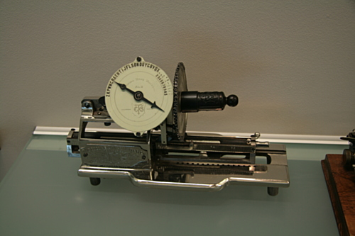 [Picture: Columbia 2 (1885) visible typing machine 1]