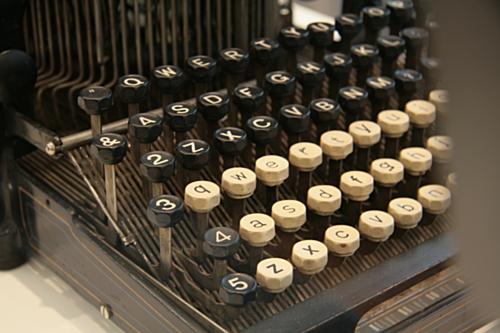 [Picture: Hartford 2 (1896) 2: keyboard]