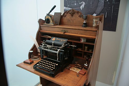 [Picture: Remington 2 (1885) 1]