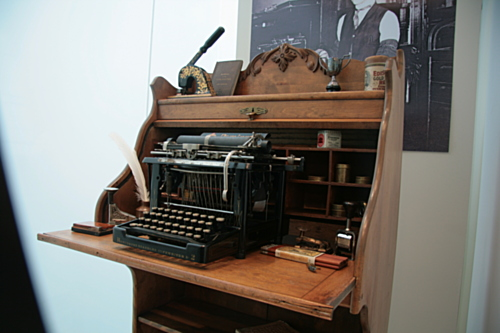 [Picture: Remington 2 (1885) 2]